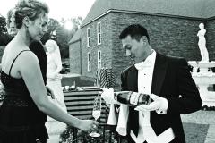 Trend_Wedding_White_Glove_Champagne